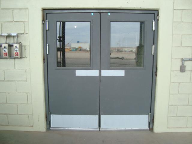 Puertas de salida de emergencia industrial alzer s a de for Puertas industriales